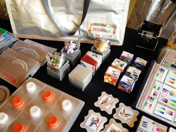 Diversos produtos feitos com o reaproveitamento de embalagens longavida